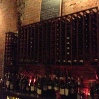 Foto tirada no(a) Vintage Wine Bar por Angela D. em 2/2/2013
