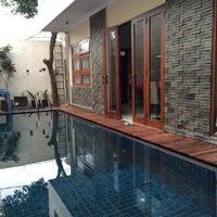 Photo taken at Pantai Mutiara Swimming Pool by Zainuddin on 3/3/2015