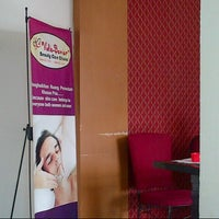 Photo taken at Vidiz Baniar Beauty Clinic by Windi A. on 12/15/2013