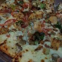Photo taken at Pizzas del Pacifico by La Ruta l. on 2/24/2014