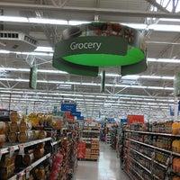 Снимок сделан в Walmart пользователем King👑💵 4/11/2013