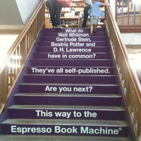 Photo prise au Powell's City of Books par Melisa B. le7/7/2012
