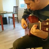 Das Foto wurde bei Ünlü Akademi Müzik von Uğur C. am 3/12/2016 aufgenommen
