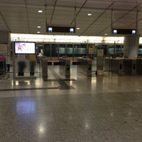 Photo taken at MTR Kowloon Station by BJ Y. S. on 10/8/2012