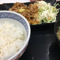 Photo taken at Yoshinoya by ゆた on 9/14/2017