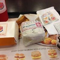 Foto scattata a Burger King da Fiqah A. il 2/14/2013