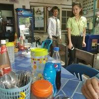Photo taken at ร้านเบียร์-บอส อาหารตามสั่ง by Asawanee P. on 3/24/2016