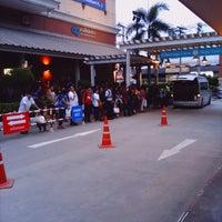 Photo taken at ท่ารถตู้ Lotus HomePro by aewaeang n. on 8/9/2013