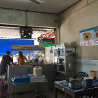 Photo taken at ร้านพรเทพ อาหารเช้ายอดนิยม by Boy H. on 12/14/2015