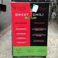 9/13/2013 tarihinde Angieziyaretçi tarafından Sweet Chili - Dumbo'de çekilen fotoğraf