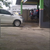 Photo taken at PANDAWA Auto Steam by Feni Phinuth O. on 11/10/2013