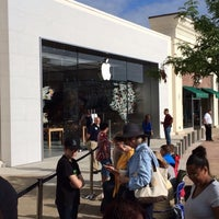 Photo taken at Apple Evergreen Walk by Rob C. on 8/23/2014