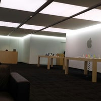 Photo taken at Apple Japan by Nikola C. on 5/13/2014