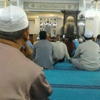Photo taken at Masjid Jamek Haji Mat Saman by azahar a. on 9/1/2016