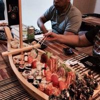 Foto tirada no(a) Jun Japanese Food por Wendy V. em 3/5/2014