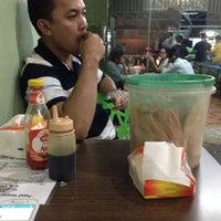 Photo taken at Nasi Goreng Babe Pekalongan by Resi I. on 2/1/2014