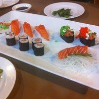 Foto tomada en Hiso Sushi por Beau T. el 10/9/2013