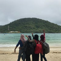 Photo taken at Pulau Perhentian Besar (Big Perhentian) by azerahh on 4/3/2017