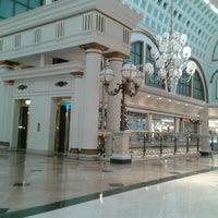Foto tomada en C.C. Gran Via 2 por Julia G. el 12/18/2012