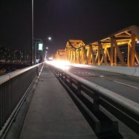 Photo taken at 동호대교 한강로 (Dongho Bridge, Hangang-ro) by 송이 김. on 3/31/2014