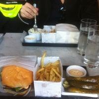 Снимок сделан в Phil's Burger пользователем Gail J. 9/7/2014