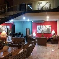Foto tomada en Hotel Ciudad Bonita por Luis B. el 9/19/2012