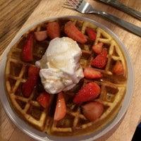 Photo taken at Mistura Ice Cream & Coffee by Theo P. on 5/29/2017