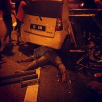Photo taken at Federal Highway by Aleep Asyraf on 6/15/2013
