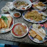 รูปภาพถ่ายที่ Sanamluang Café โดย Mel M. เมื่อ 6/21/2013