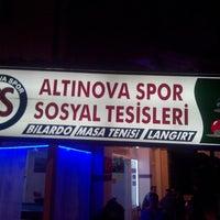 Photo taken at Altınova Spor Sosyâl Tesisleri by Ümit Ö. on 9/30/2014