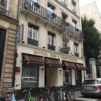 รูปภาพถ่ายที่ Hôtel des Deux Continents โดย Rose C. เมื่อ 9/27/2017