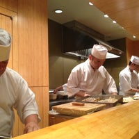 12/21/2012 tarihinde Nikki M.ziyaretçi tarafından Sushi Yasuda'de çekilen fotoğraf