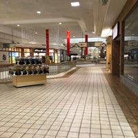 12/28/2017 tarihinde Adam G.ziyaretçi tarafından Rogue Valley Mall'de çekilen fotoğraf