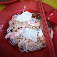 Photo taken at Geylang Lorong 16 Prawn Noodles by BKEQ on 3/1/2014