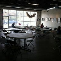 Foto tomada en Hodgepodge Coffeehouse and Gallery por Dee Dee C. el 3/9/2013