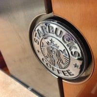 Foto diambil di Starbucks oleh Camilo C. pada 4/26/2013