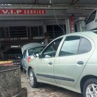 Photo taken at V.İ.P Service Durmuş Usta by Engin Ş. on 10/16/2015