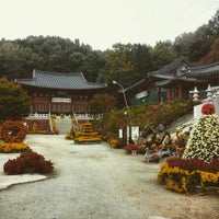 Photo taken at 지장암 by 팔 계. on 11/1/2015