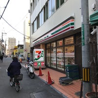 Photo taken at セブンイレブン 高槻芥川1丁目店 by じょーじあ on 2/19/2017