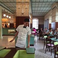 6/25/2015 tarihinde Brian N.ziyaretçi tarafından Bar Luce Fondazione Prada'de çekilen fotoğraf
