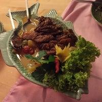 Photo prise au Restaurant Chanthaburi Sairung par Bálint R. le12/13/2014