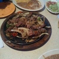 Foto tomada en La Parrilla Mexican Restaurant por Jeneen R. el 4/19/2013