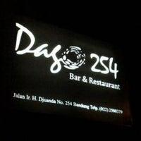 Foto tomada en Dago 254 Bar & Restaurant (Cloud 9) por kiki m. el 10/9/2013