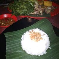 Photo taken at Waroeng Tiki Taka Sambel Setan by Ratu S. on 3/14/2014