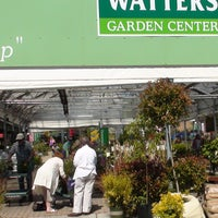 Photo prise au Watters Garden Center par Watters Garden Center le12/10/2013