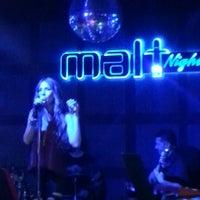3/27/2013 tarihinde Pinar C.ziyaretçi tarafından Malt Night'de çekilen fotoğraf