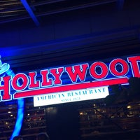 Photo taken at Foster's Hollywood by Carlos P. on 12/28/2013