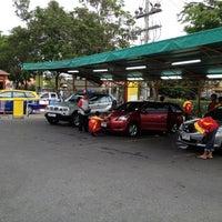 Photo taken at bond® POLI-CHEM Car Cleaning by Peerasak C. on 5/12/2012