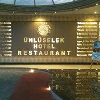Das Foto wurde bei Ünlüselek Hotel von mehveş am 7/27/2014 aufgenommen
