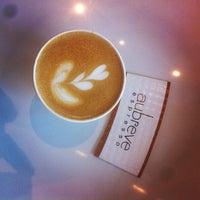 Снимок сделан в Au Breve Espresso пользователем TJ D. 4/26/2013